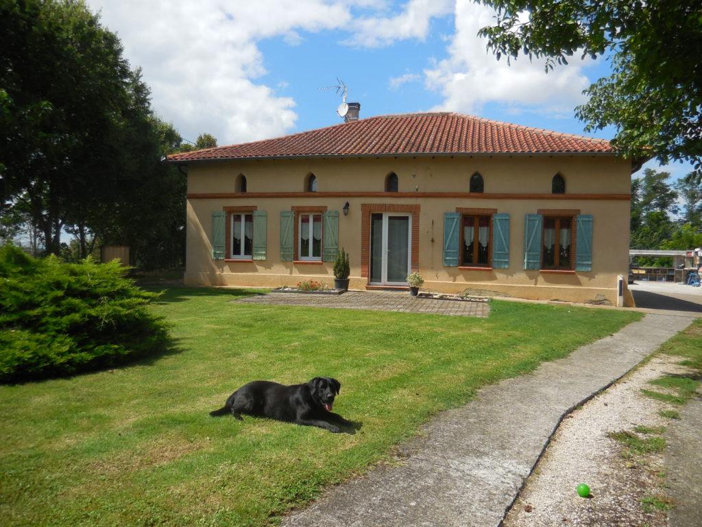 Façade maison Cabane Perchée Chambre d'Hôtes Insolite Monès 31370 Haute Garonne